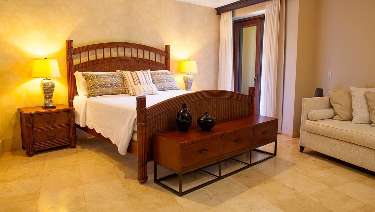 crystalsands201-masterbedroom-langosta