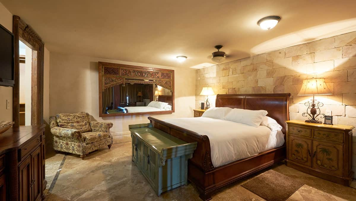 casaroca-downstairsmasterbedroom-langosta