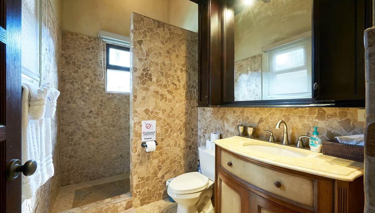 casaroca-kingbathroom2-langosta