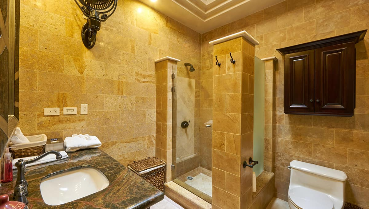 casaroca-ownersbathroom2-langosta