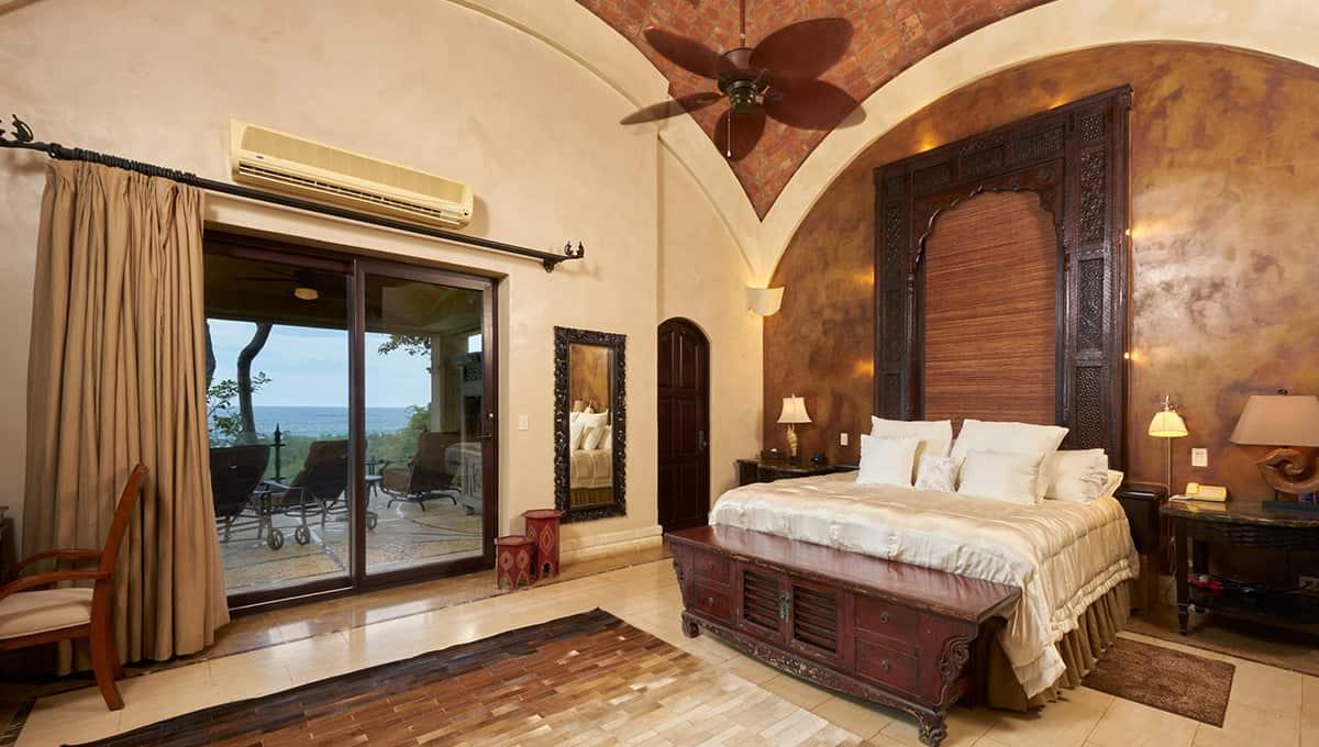 casaroca-ownersbedroom-langosta