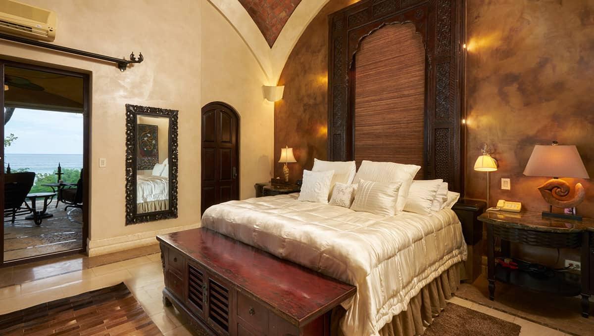 casaroca-ownersbedroombed-langosta