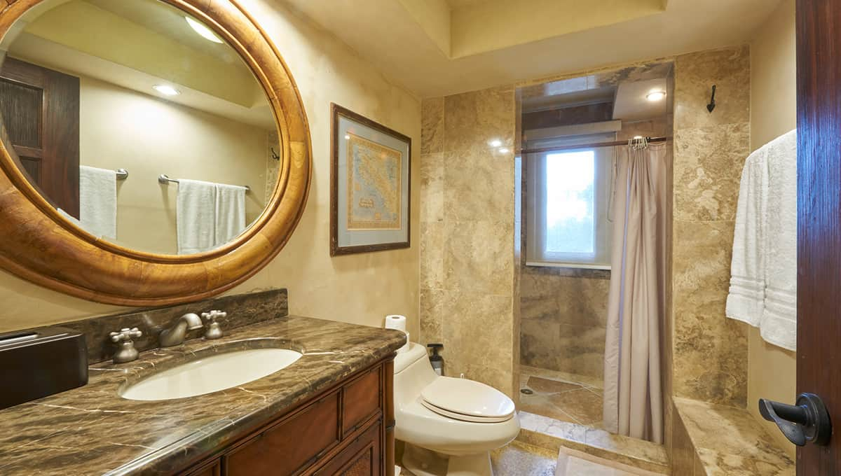 casaroca-secondarybathroom-langosta