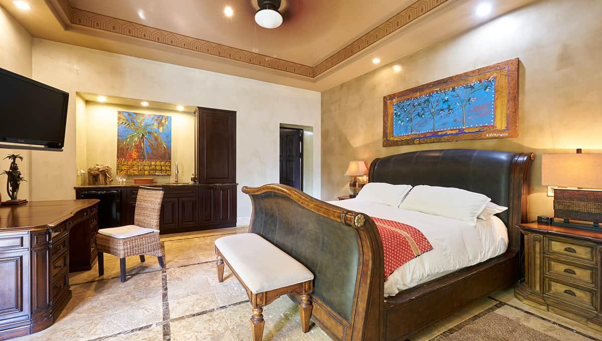 casaroca-upstairsmasterbedroom-langosta
