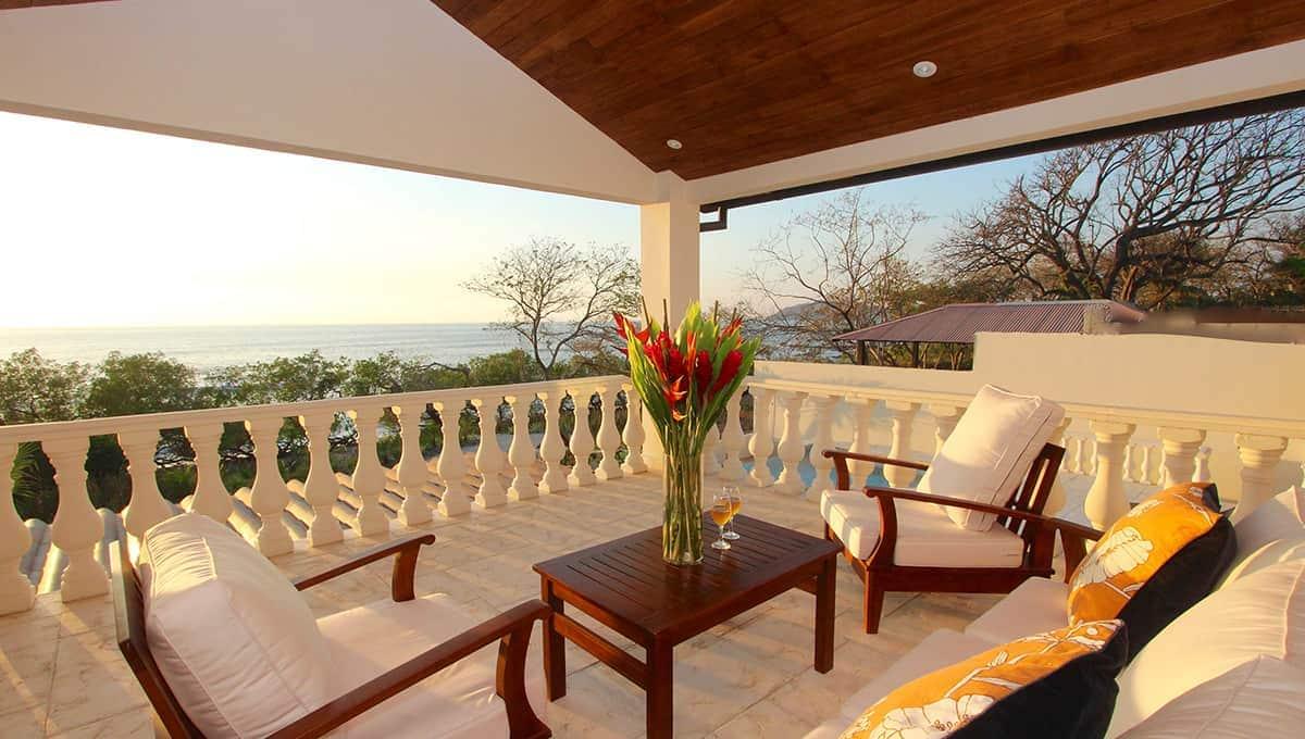 carolinadelmar-balcony-langosta