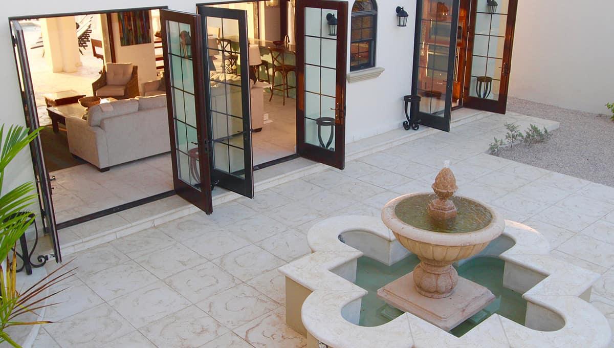 carolinadelmar-courtyardfountain-langosta