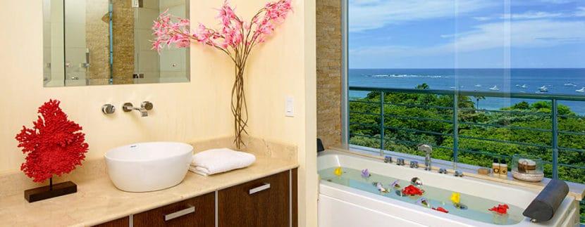 pacific-park-penthouse-bath