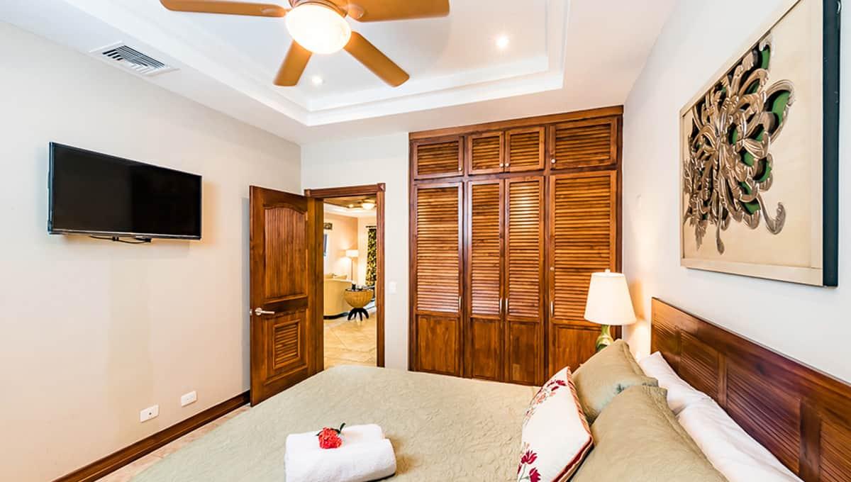 Horizontes104-guestbedroomtv-langosta