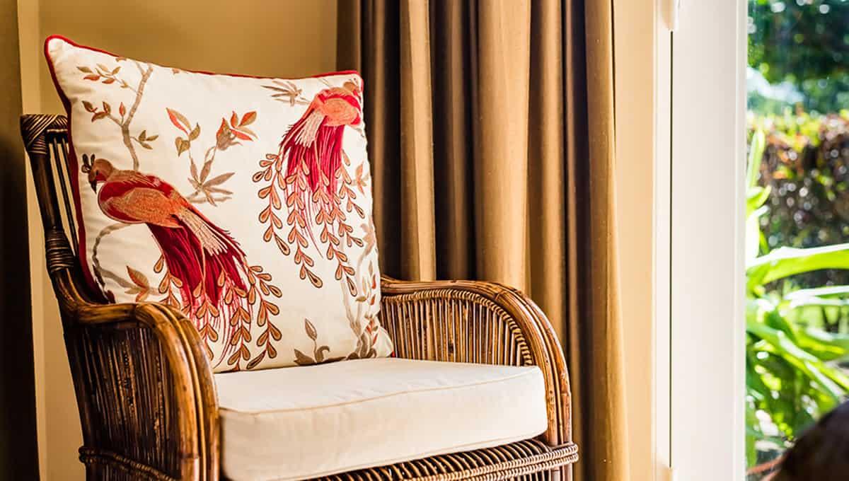 Horizontes104-masterbedroomchair-langosta