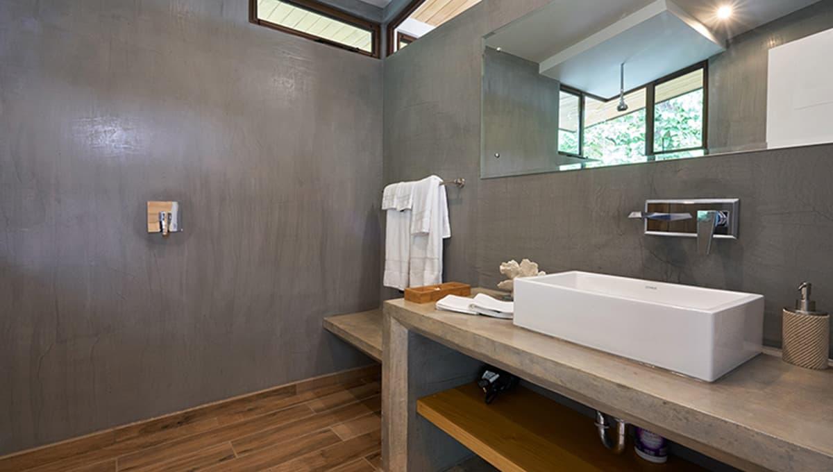 unomas-bathroomshowersink-tamarindo