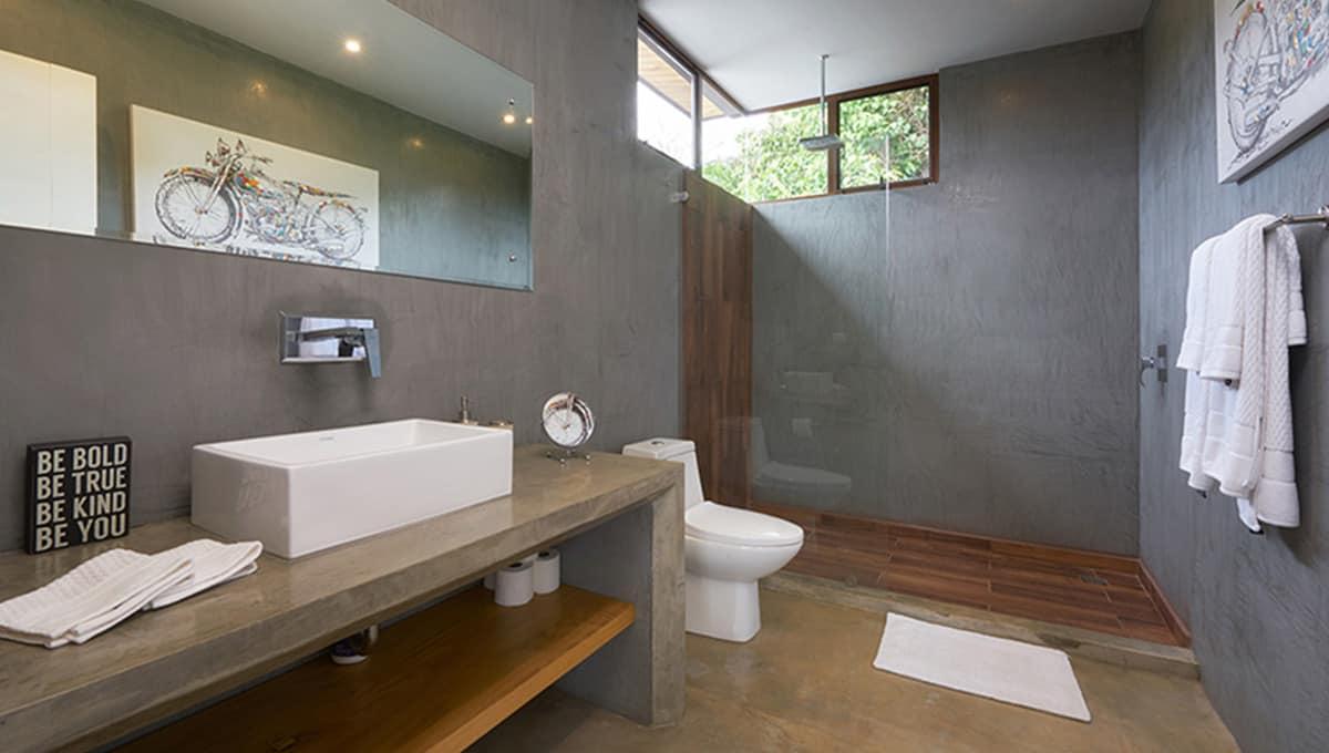 uno mas king bath shower tamarindo