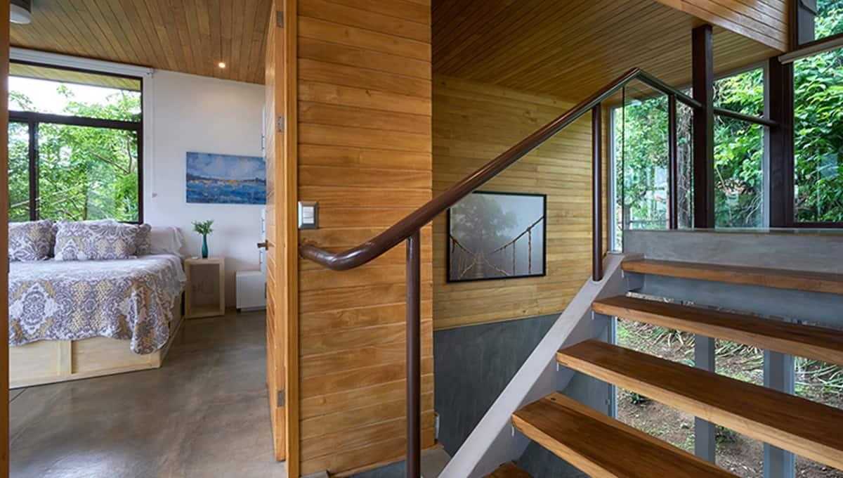 unomas-staircasekingbed--tamarindo