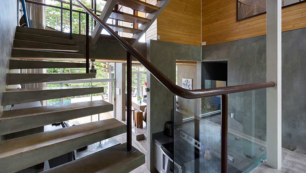 unomas-staircasekitchen-tamarindo