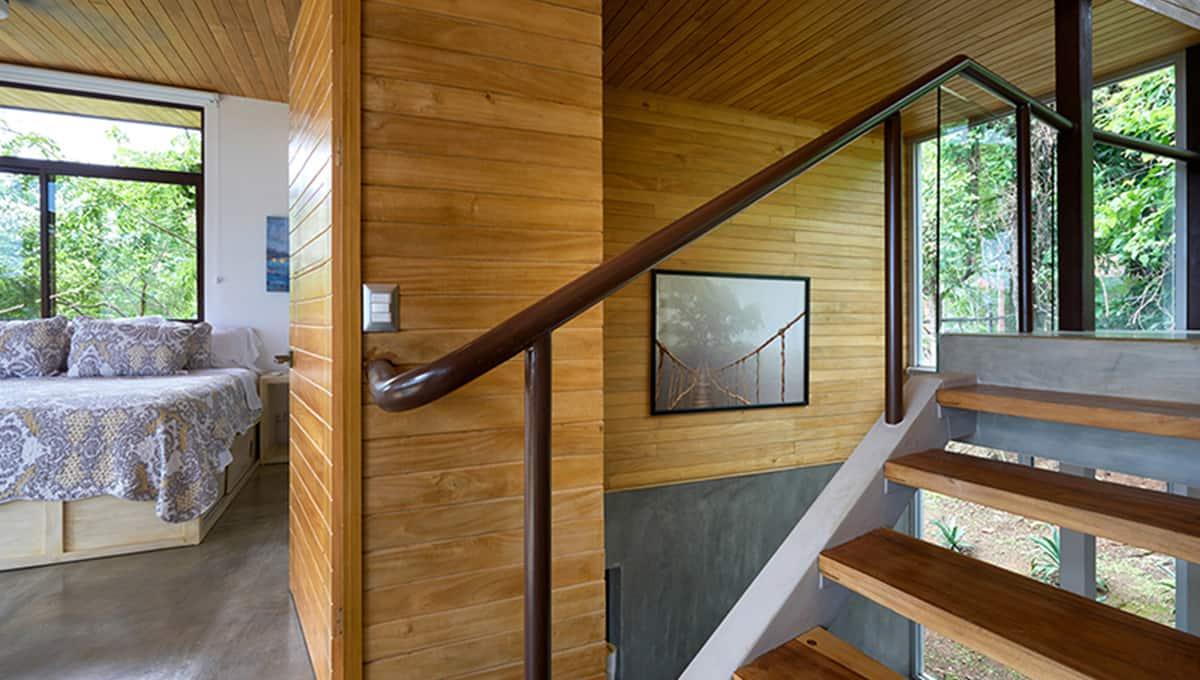 unomas-staircaseroom-tamarindo