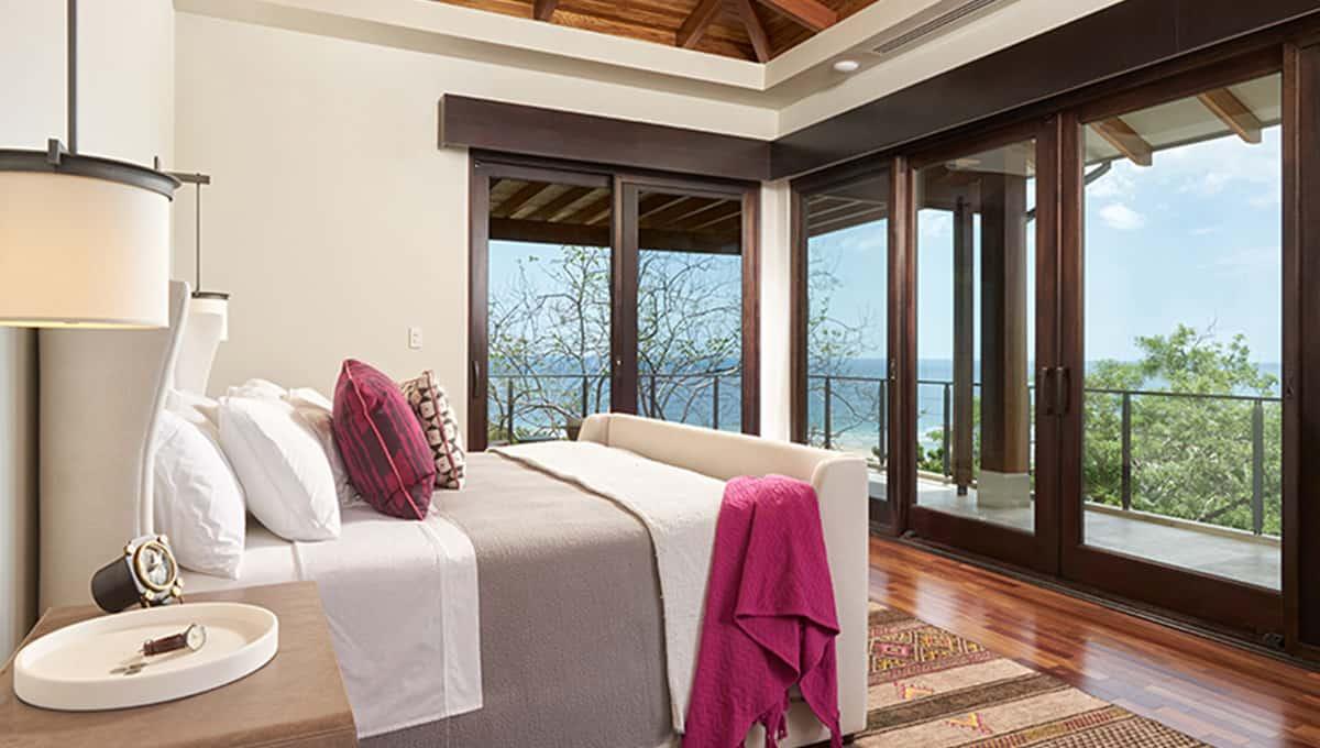 casalucy-masterbedroom-tamarindo