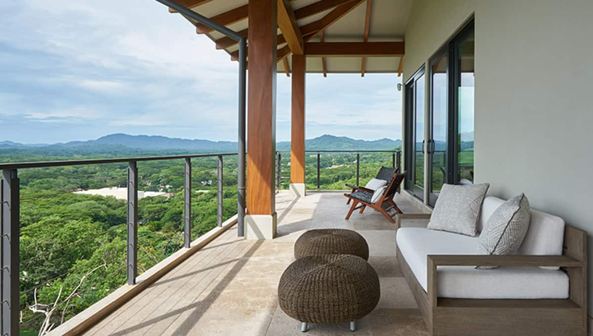 casalucy-viewbalconymountain-tamarindo