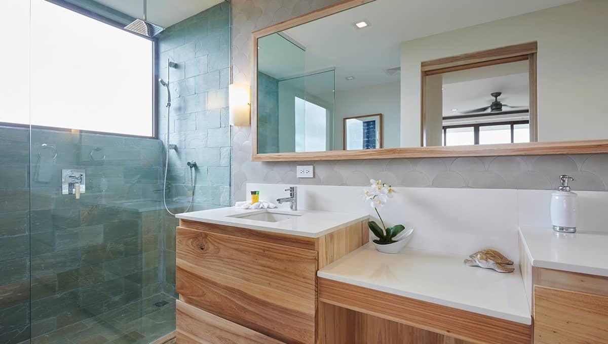 enclave46-bathroomshower-tamarindo