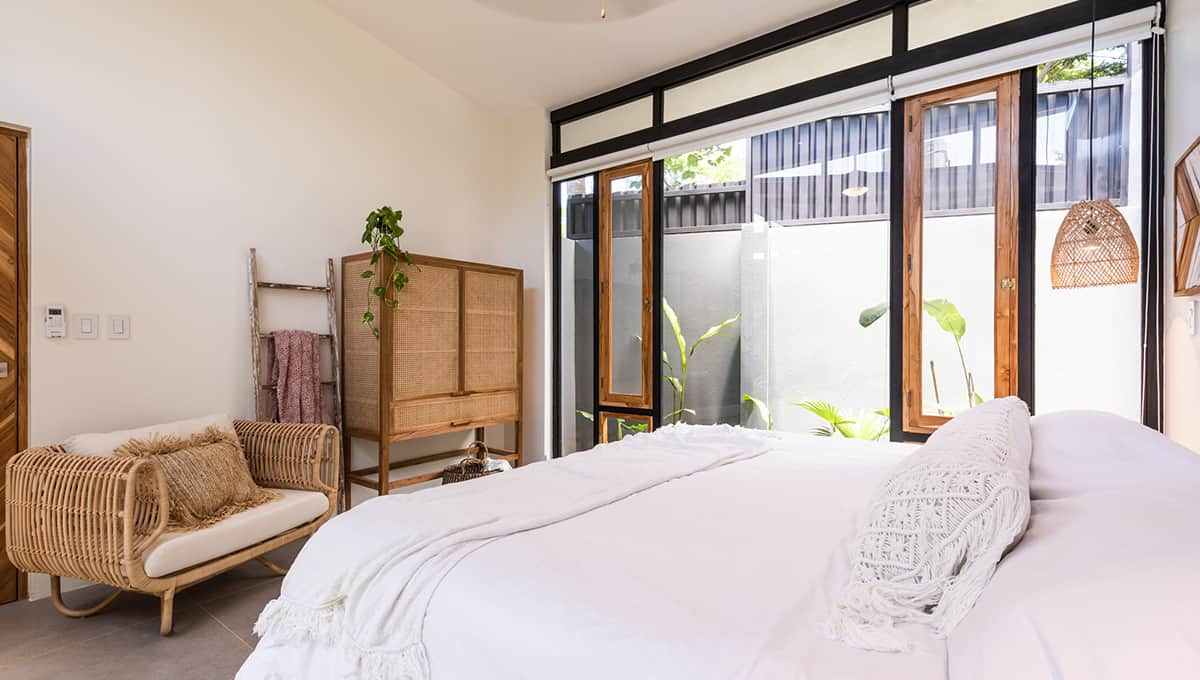 casanegra-room3bedchair-tamarindo