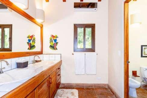 monomalo-bathroomsecond-langosta