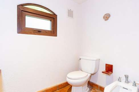 monomalo-bathroomtoilet-langosta