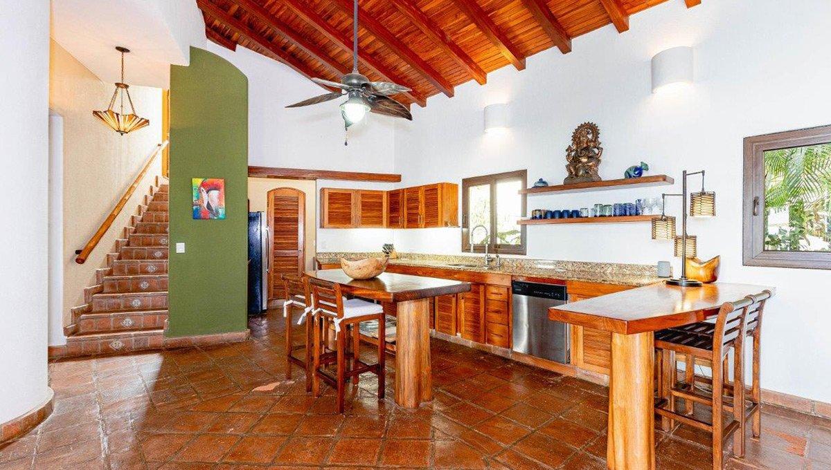 monomalo-kitchenstairs-langosta