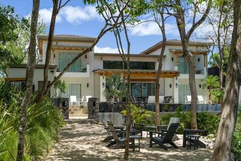 Perla-backwalkwayhouse-tamarindo