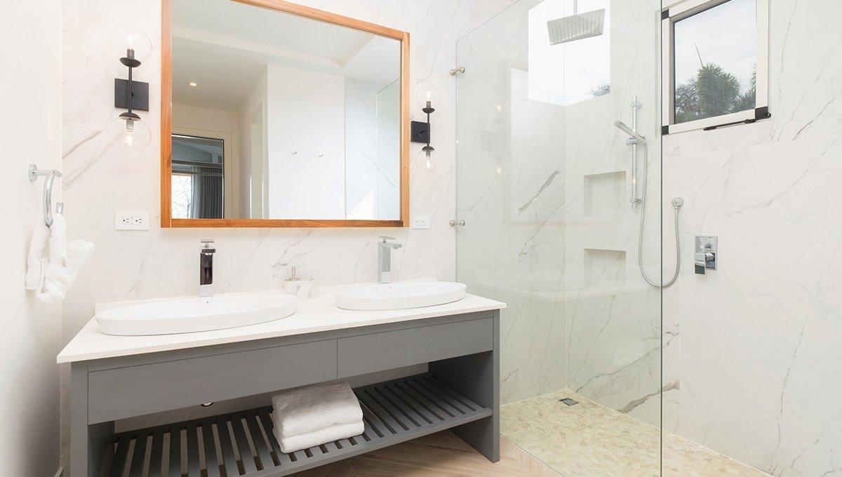 Perla-bathroomsinksshower-tamarindo