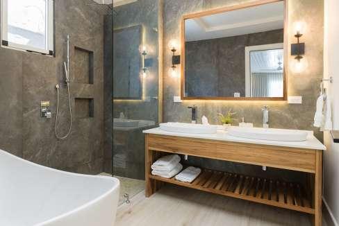 Perla-bathroomtub-tamarindo