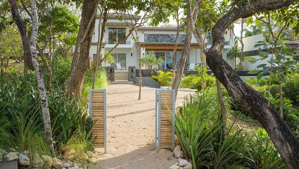 Perla-beachaccess-tamarindo