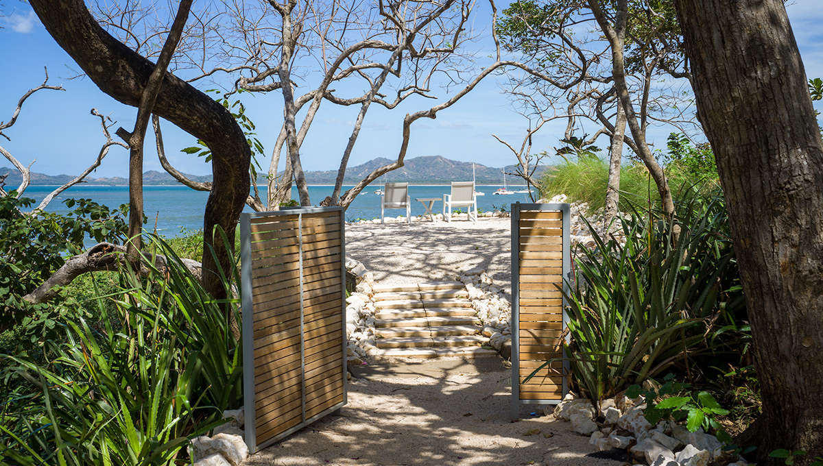 Perla-beachaccessgateopen-tamarindo