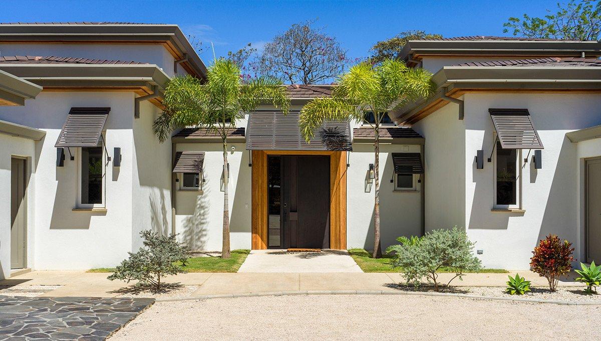 Perla-fronthousedoor-tamarindo