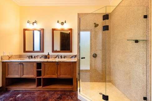 vidamar-bathshowersinks-pinilla